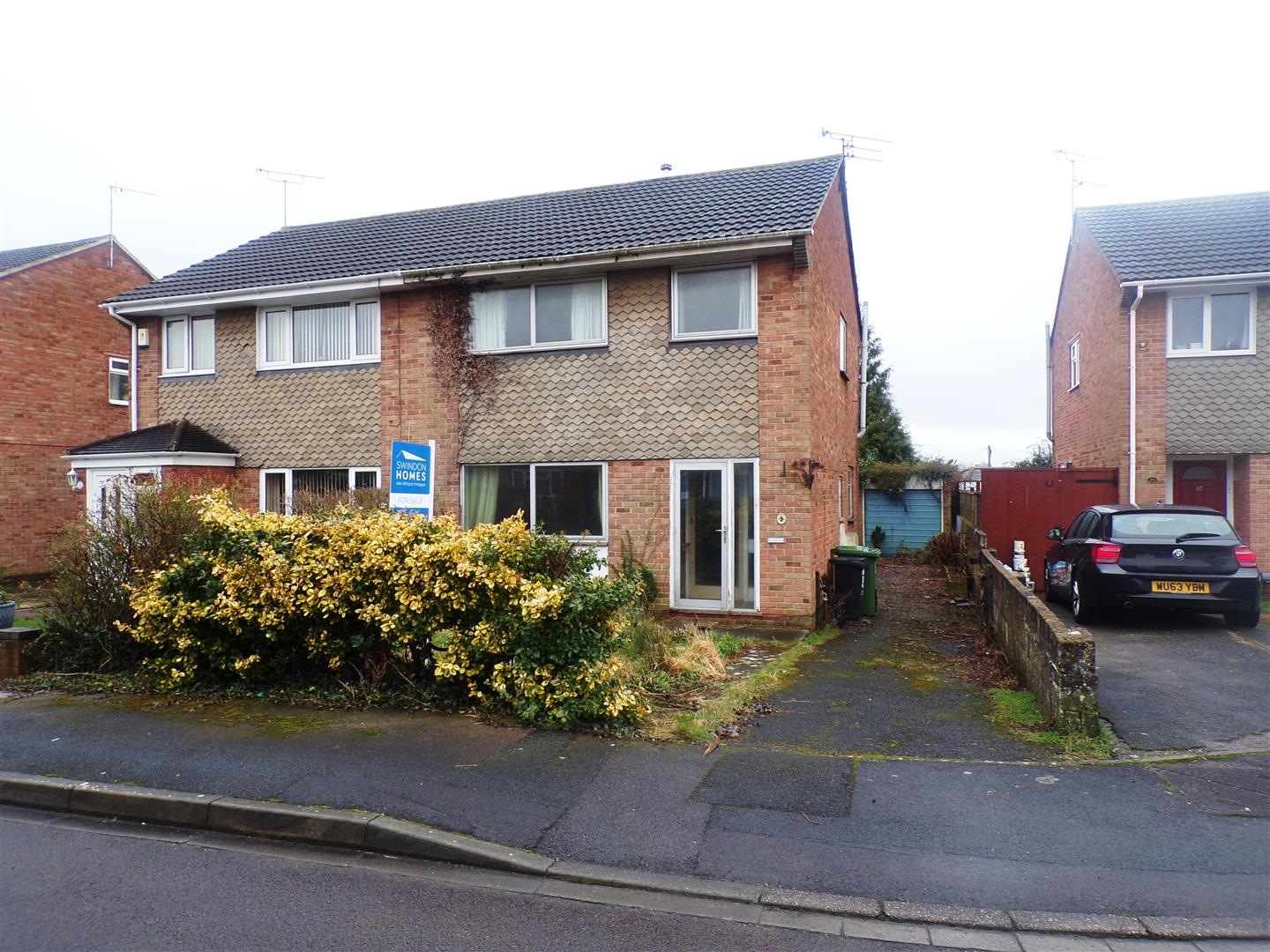 3 Bedrooms Semi Detached House for sale in Cadley Close, Swindon